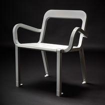 Chaise contemporaine / avec accoudoirs / en bois / en acier