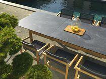 Table contemporaine / en bois / en teck / en HPL