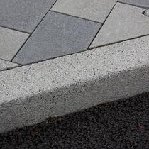 Bordure de trottoir / en béton / linéaire