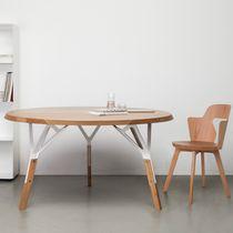 Table contemporaine / en chêne / en noyer / en bois laqué