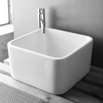 Vasque à poser / carrée / en céramique / contemporaine