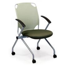Chaise visiteur contemporaine / tapissée / empilable / à roulettes