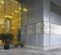 Panneau composite de revêtement / en grès cérame / pour cloison / pour mur