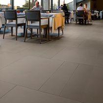Revêtement de sol en pierre / pour hôtel / en dalles / finition satinée