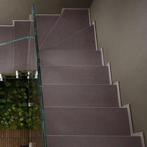 Escalier demi-tournant / marche en pierre / avec contremarche / contemporain