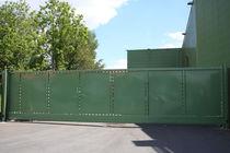 Portails coulissants / en métal / à panneau / industriels