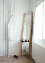 Miroir sur pied / contemporain / rectangulaire / avec étagère