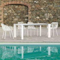 Table contemporaine / en aluminium peint / rectangulaire / de jardin