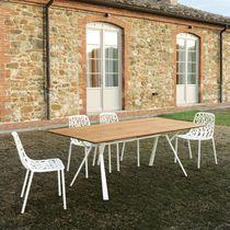 Table contemporaine / en teck / en fonte d'aluminium / rectangulaire