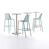 Chaise de bar contemporaine / empilable / en fonte d'aluminium / contract