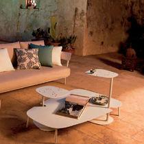 Table basse contemporaine / de jardin