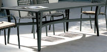 Table contemporaine / en métal / rectangulaire / de jardin