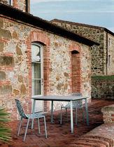 Table contemporaine / en grès cérame / en aluminium / carrée