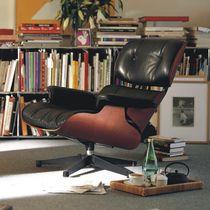 Fauteuil contemporain / en cuir / en contreplaqué moulé / avec repose-tête