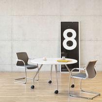 Table de conférence contemporaine / en chêne / en aluminium / ronde