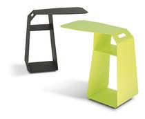 Table d'appoint contemporaine / trapézoïdale / d'extérieur / avec porte-revues
