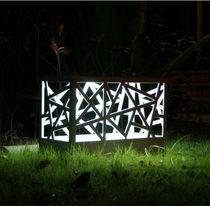 Borne d'éclairage de jardin / contemporaine / en aluminium / en plastique