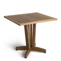 Table contemporaine / en bois / carrée / d'extérieur