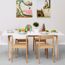 Table à manger / contemporaine / en chêne / en MDF