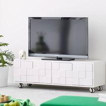 Meuble de télévision contemporain / avec roulettes / en chêne / en bois peint