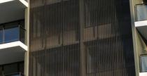 Brise-soleil en aluminium / en maille métallique / pour façade
