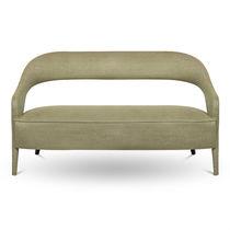 Canapé contemporain / en tissu / en bois laqué / contract
