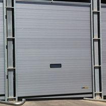 Porte industrielle sectionnelle / en métal / automatique / à isolation thermique