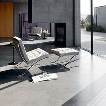 Chauffeuse design Bauhaus / en cuir / en acier / avec repose-pieds