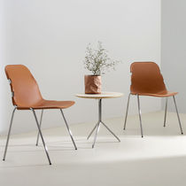 Chaise visiteur contemporaine / tapissée / empilable / en cuir