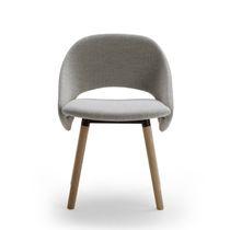 Chaise visiteur design scandinave / tapissée / en tissu / en cuir