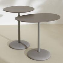 Table d'appoint contemporaine / en métal laqué / en béton / professionnelle