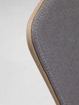 Chaise visiteur contemporaine / tapissée / en tissu / en bois