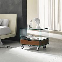 Table de chevet contemporaine / en bois / en verre / en cuir