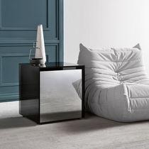 Table d'appoint contemporaine / en verre / carrée / avec tiroir