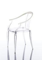 Chaise contemporaine / avec accoudoirs / en contreplaqué moulé / en bouleau