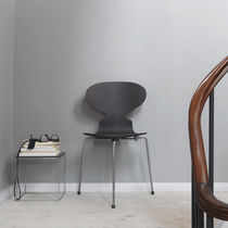 Chaise design scandinave / tapissée / empilable / en hêtre