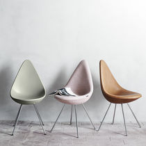 Chaise design scandinave / en plastique / par Arne Jacobsen / rose