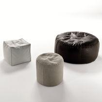 Pouf contemporain / en tissu / en cuir / avec revêtement amovible