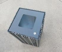 Poubelle publique / en métal / avec cendrier intégré / contemporaine