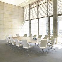 Table de conférence contemporaine / en bois / ovale / courbée