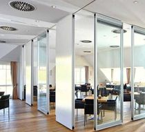 cloison mobile acoustique  Invotek Partitioning Systems