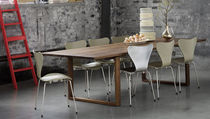 table contemporaine en bois massif ESSAY by Cecilie Manz Fritz Hansen