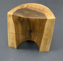 tabouret contemporain en bois massif LEMON Peter Hook