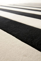 tapis contemporain à rayures en laine STRIPE by Therese Sennerholt a-carpet
