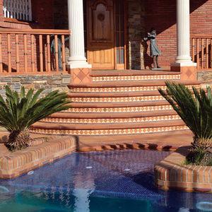 carrelage pour plage de piscine de jardin de piscine au sol natural terraklinker. Black Bedroom Furniture Sets. Home Design Ideas