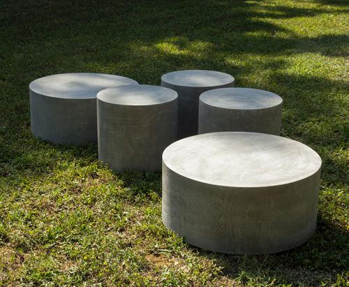 Table basse contemporaine / en ciment / ronde / pour espace public LAND.9 LAND.10 LOVECEMENT