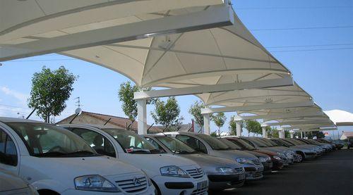 structure tendue sur ossature métallique / pour abri de voiture / avec membrane en pvc / pour parking