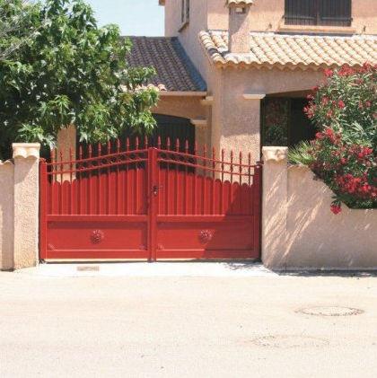 portail battant / en aluminium / à barreaux / résidentiel