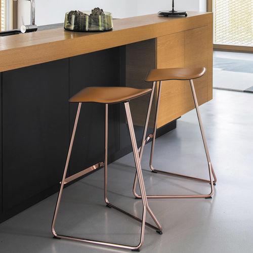 Tabouret de bar contemporain / en cuir / en acier / professionnel TRITON by Clemens Weisshaar CLASSICON