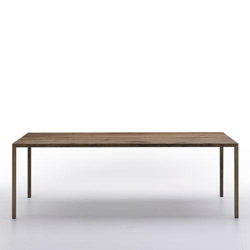 Table contemporaine / en pierre reconstituée / en chêne / en laiton TENSE MATERIAL by Piergiorgio Cazzaniga MDF Italia